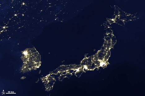 japan_korea_lights2010-08-05.jpg