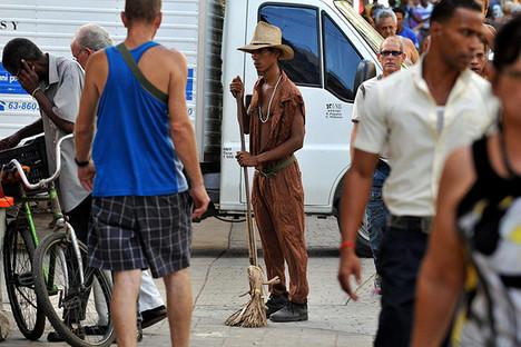 CubanStateStreetSweeperInHavana2010-10-01.jpg