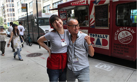 KimImaAndKennyLaoFoodTruck2011-07-16.jpg
