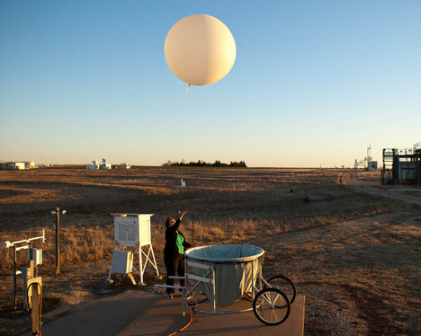 CloudWeatherBalloon2012-05-03.jpg