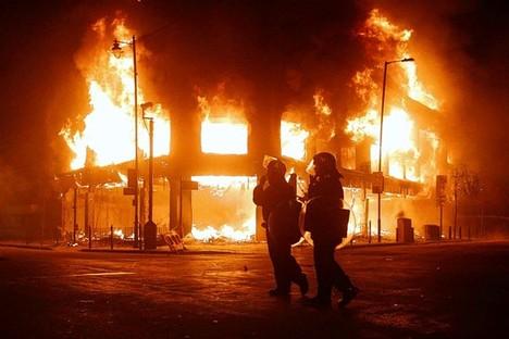 TottenhamRiotFire2012-06-22.jpg