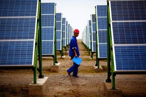 SolarPanelsDunhuangChina2014-05-31.jpg