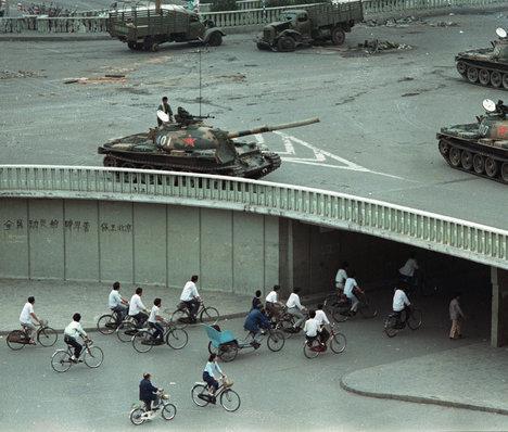 TanksBeijingTwoDaysAfterTiananmenSquareMassacre2014-05-28.jpg
