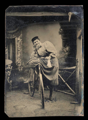 BicycleWomanIn1890s.jpg