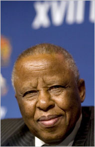 MogaeFestusBotswanaExPresident2013-10-25.jpg